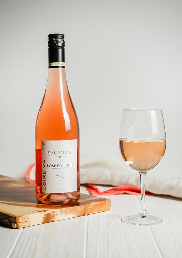 Holiday Entertaining: Day After Thanksgiving Bites and Loire Valley Wine // stirandstrain.com