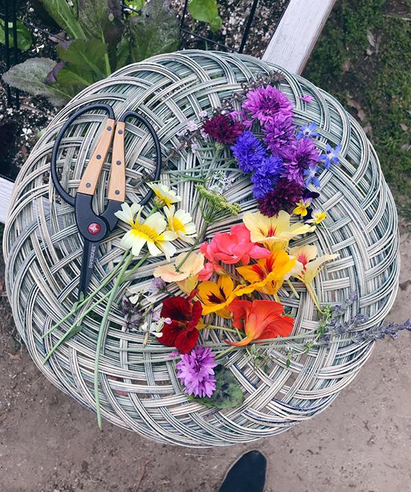 Monday Booze News flower baskets for cocktails // stirandstrain.com