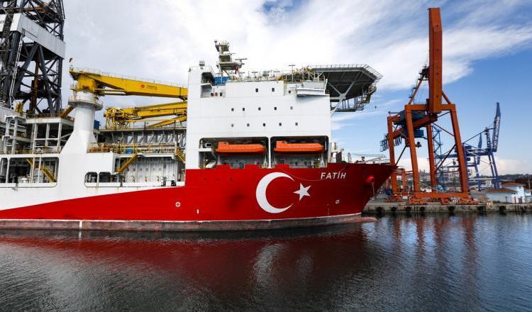 Armata Greciei a intrat în alertă după noi provocări ale Turciei în Marea Mediterană. Turcii vor să foreze în jurul insulelor grecești