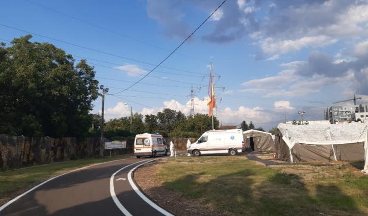Spitalul militar mobil instalat la Timișoara a rămas fără locuri libere la numai 4 zile de la deschidere