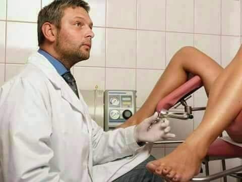Îngrijorată, o femeie s-a dus la ginecologul ei. –  Doctore, am o problemă foarte gravă