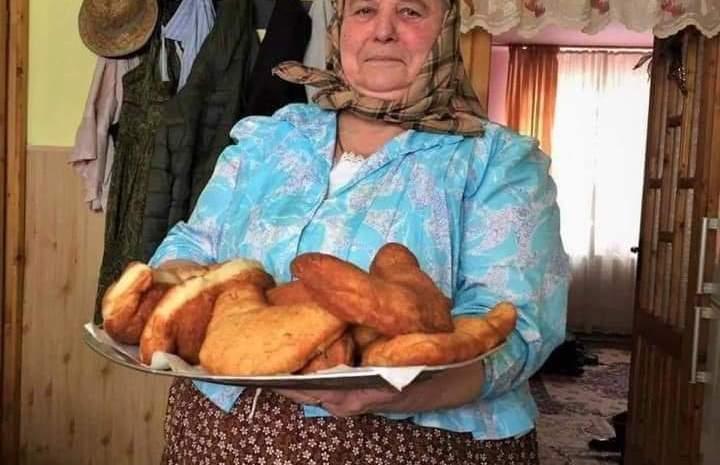 Cine este Tanti Lenuța din Chinteni, bunica lui Mircea Bravo. Face senzație pe Internet