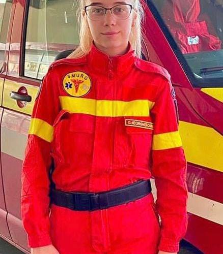 O tânără de 20 de ani, voluntar ISU Mureş, a salvat viaţa unui bărbat lovit grav la cap