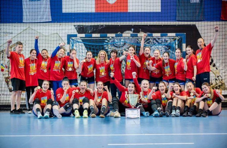 Junioarele de la CSM CORONA Brașov încheie triumfal sezonul competițional la handbal!