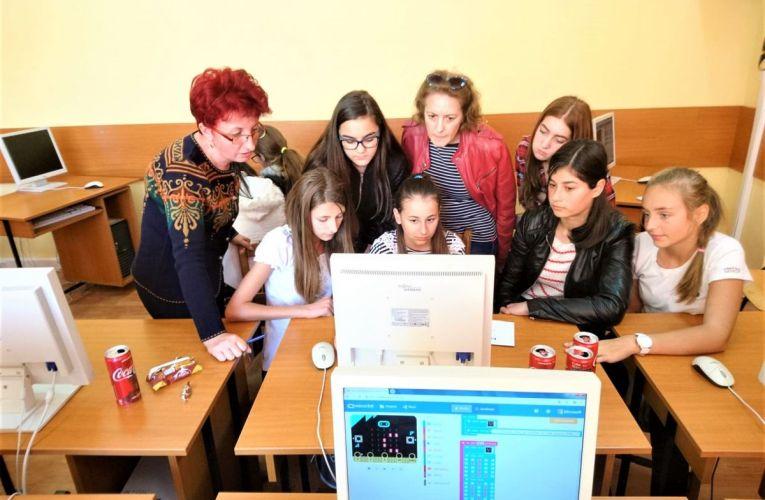 Laboratorul de Robotică din Valea Doftanei, proiectul lunii septembrie realizat de Asociația Zi de Bine a fost utilat și amenajat