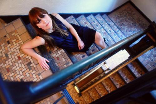 JILL ANDREWS TO RELEASE DEBUT ALBUM THE MIRROR