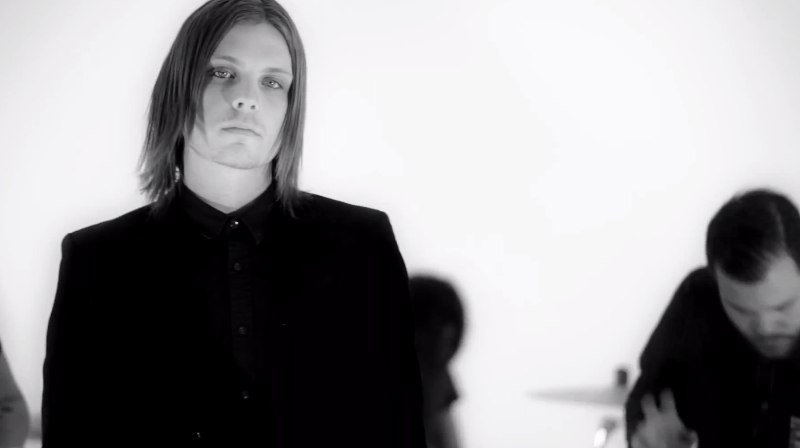Invaders new music video for 'Hummingbird