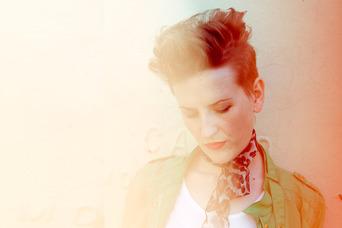 Mia Dyson premiere's new single on Billboard.com