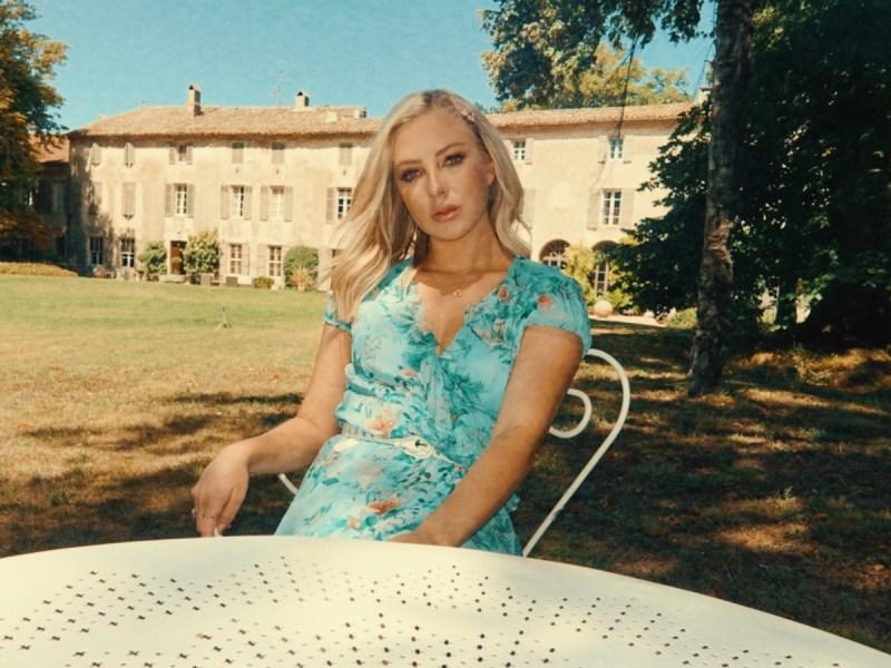 "Iris premieres music video for latest single ""Stars"""