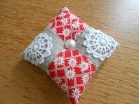 pincushions-sept-2016-red-and-linen-1