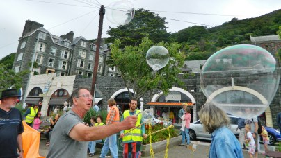 Giant bubbles made by Aly