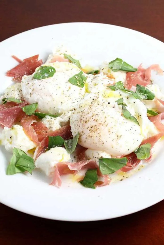 This Prosciutto and Mozzarella with Poached Eggs is a quick and easy, five-minute lunch (or breakfast) that also happens to look elegant, and taste delicious. If I do say so myself. #breakfast #lunch #easyrecipe