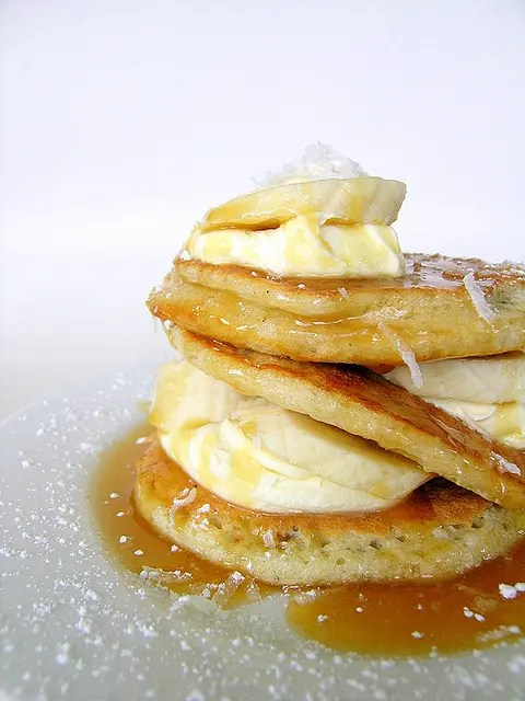 Coconut_Pancakes_With_Bananas_And_Caramel_Sauce