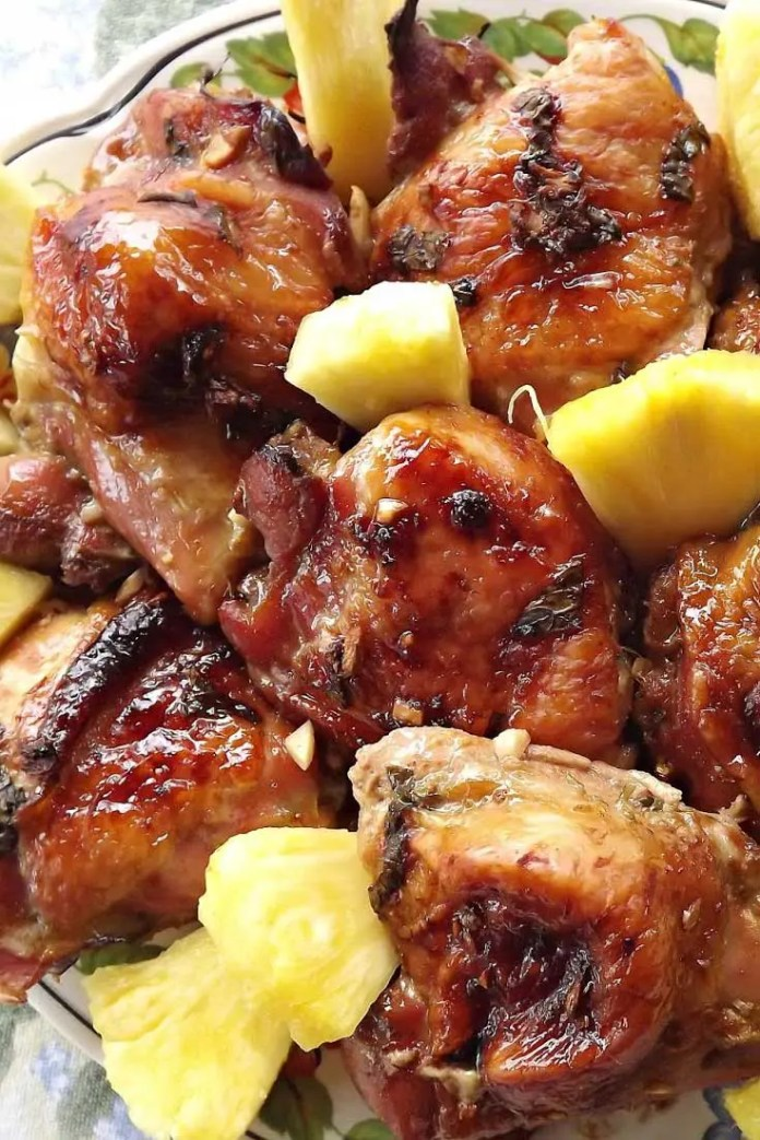 This recipe for Hawaiian Chicken will take your taste buds on a summery, tropical vacation...any time of the year! #chicken #pineapple #dinnerideas