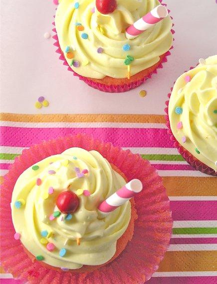 strawberry_lemonade_cupcakes