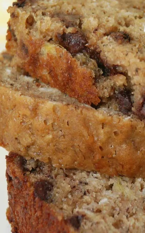 Recipe for Recipe for Banana Chocolate Chip Oatmeal Bread - I love anything with bananas and chocolate in it! Some of my friends are visiting this weekend from out of town, and this sounds like the perfect treat to have on hand.
