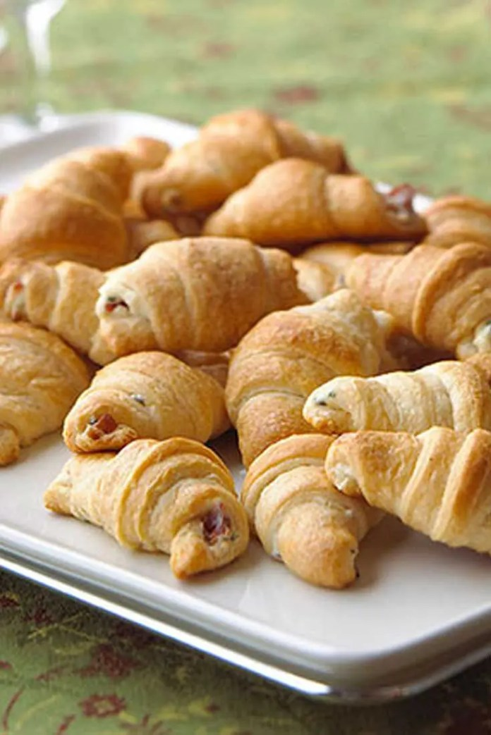 Few things are better than when bacon and cheese meet with buttery bread and have a party. These easy Bacon and Cream Cheese Crescent Rolls come together in a flash and only require three ingredients. #easyrecipe #partyfood #appetizers #crescentrolls