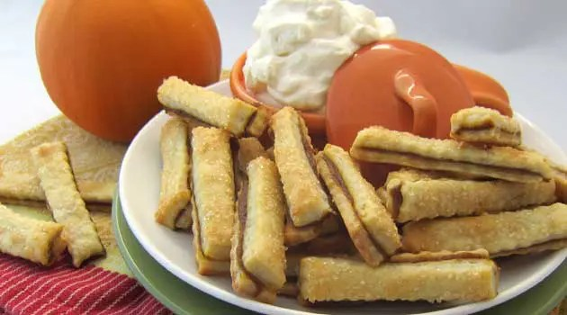 Recipe for Pumpkin Pie Fries - This is a very fun way to make eating pie with your hands a mess-free experience! These are great for parties, holidays and for kids.