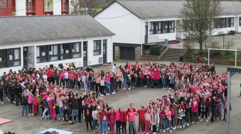 « Le PINK SHIRT DAY au collège », la journée du tee-shirt rose.