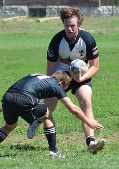 Mike Kellett rushing against a Kolhfeld player