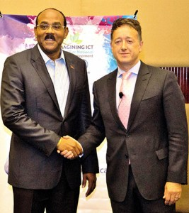 Hon Gaston Browne, PM of Antigua and Barbuda, with John Reid, CEO C&W Communications, at the 33rd CANTO Annual Telecom Conference & Trade Exhibition in the Dominican Republic