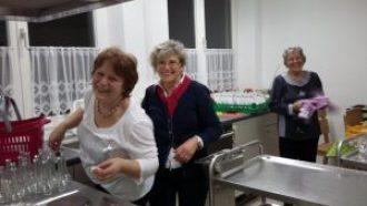 Wenn viele Hände helfen, macht auch der Abwasch Spaß!