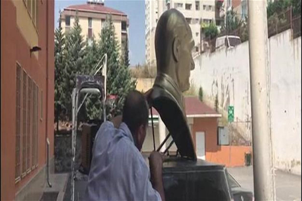 Turkish police detain a man accused of dismantling Atatürk bust in