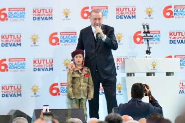 Turkey's Erdoğan promises to honour a little girl with the flag, if martyred