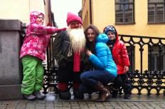 довольные туристы на фото в Стокгольме