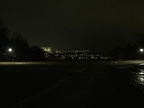 Fältet bortom skogen i Kärrtorp