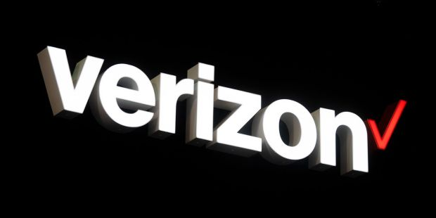 Verizon faces 'lose-lose' situation amid aggressive AT&T promotions, analyst says in downgrade