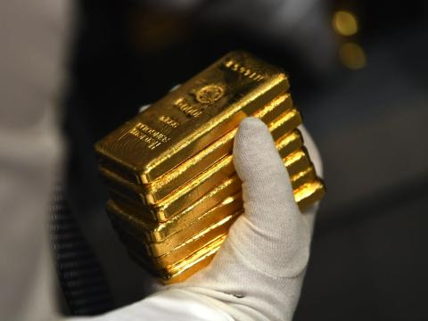 Gold Retreats After Fed Stimulus Comments, Dollar Gains