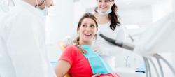 nega-i-zdravlje-zuba-i-desni-trudnice-da-li-su-posete-stomatologu-u-periodu-trudnoce-bezbedne-za-trudnicu-i-bebu-702x336