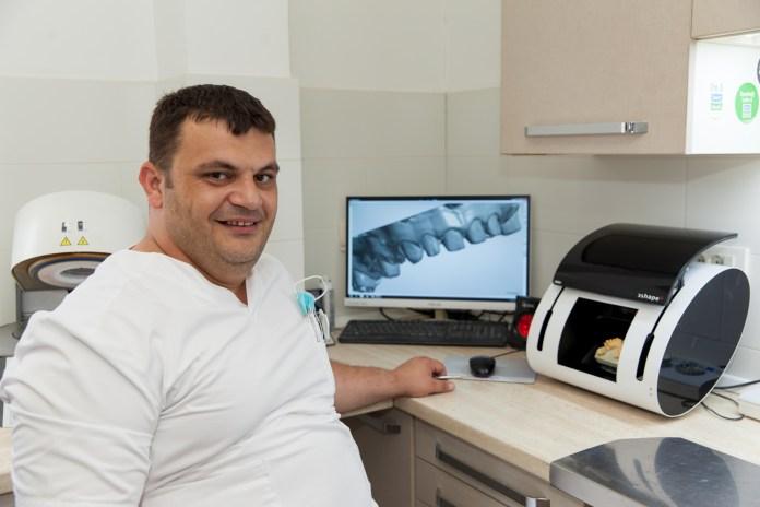 dr Miradin Lolović
