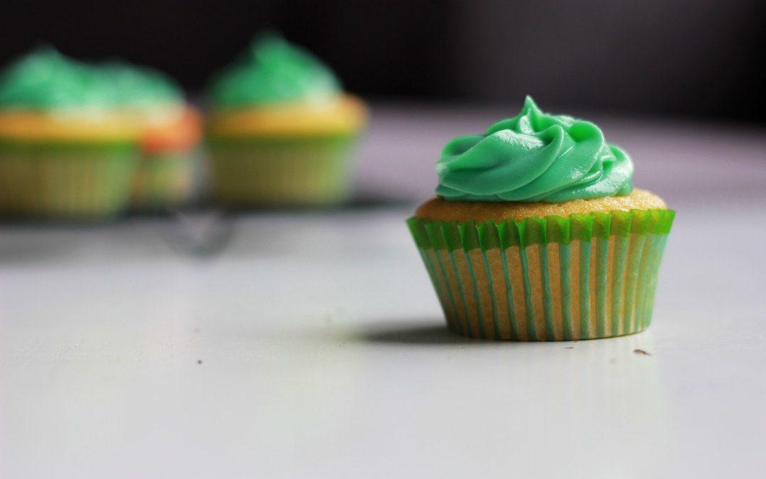 st. patrick's day sweet green treat cupcake