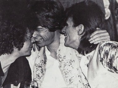 Lou Reed, Mick Jagger and David Bowie hanging out together at Café Royale, 1973 (4)