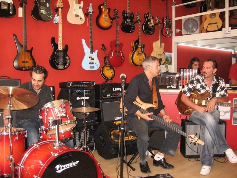 Negozi, musica, Puglia, Italia ,Migailo Strumenti Musicali ,Monopoli (BA)