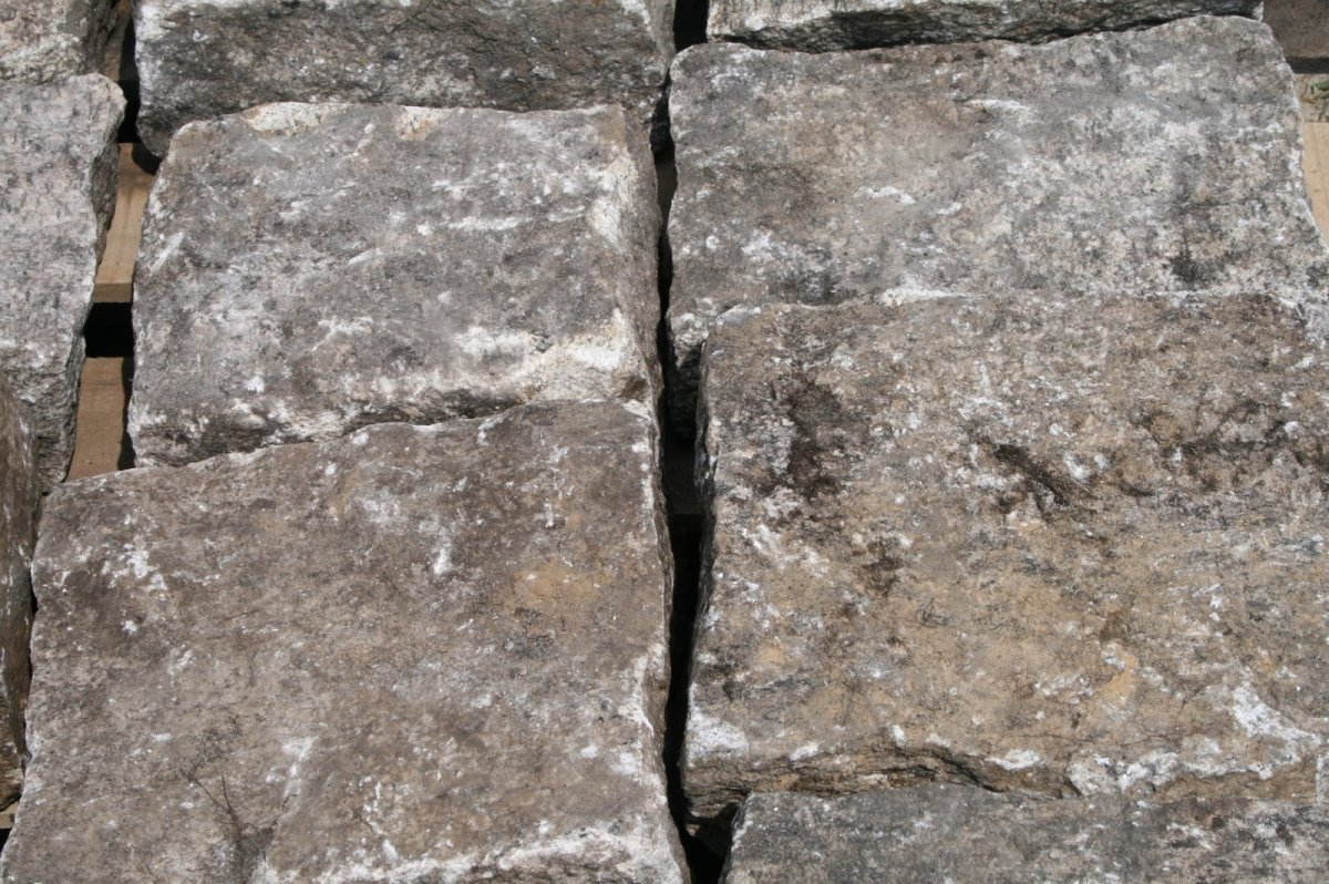 Hand Split Granite Cobblestones