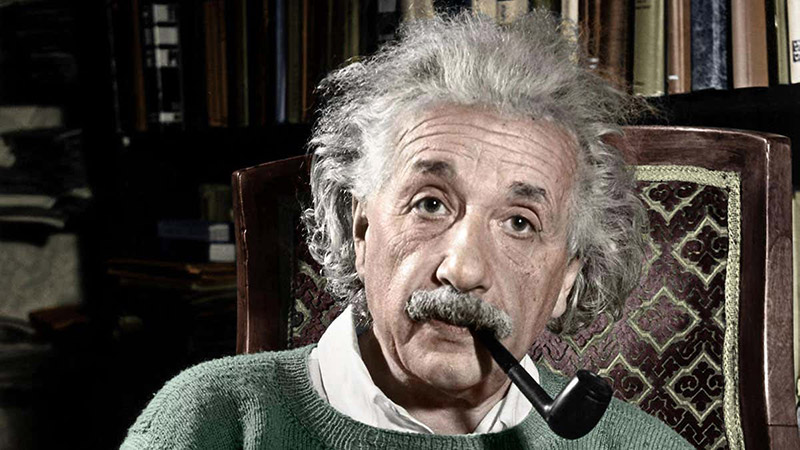 einstein genius smokes pipe