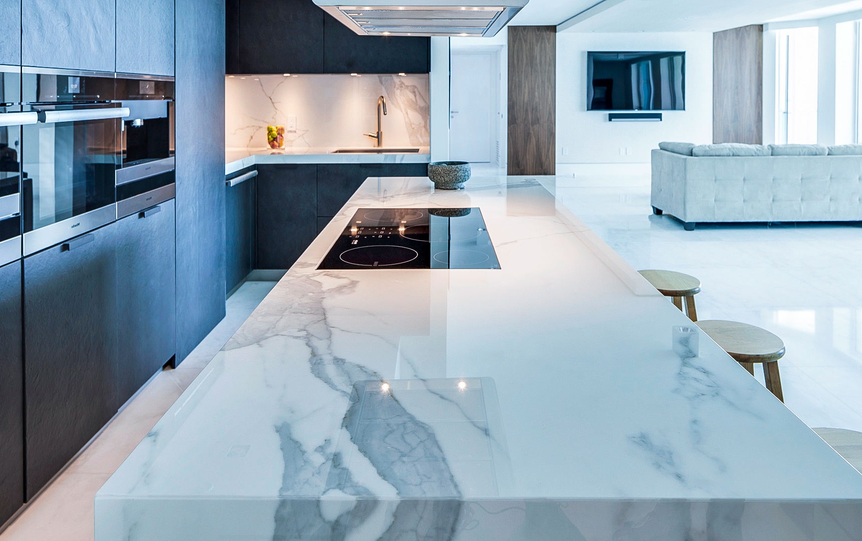 Marble-countertop-kitchen-island