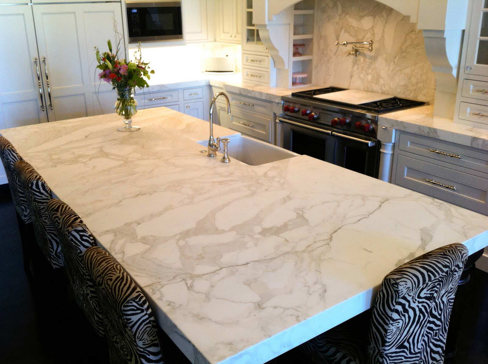quartz-countertop-luxury-kitchen-toronto