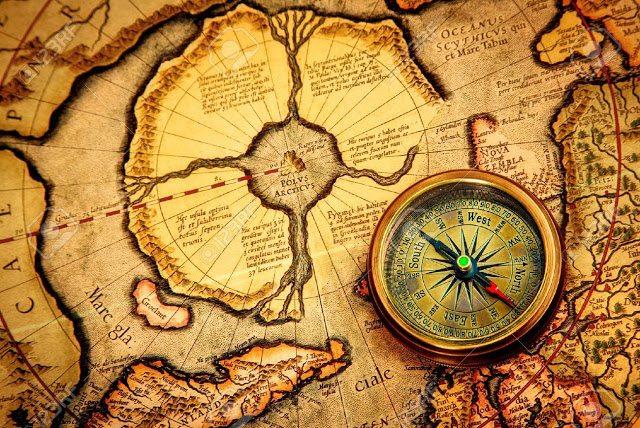 18731223-Vintage-compass-se-trouve-sur-une-ancienne-carte-du-p-le-Nord-galement-Hyperbor-e-Continent-arctique-Banque-d'images