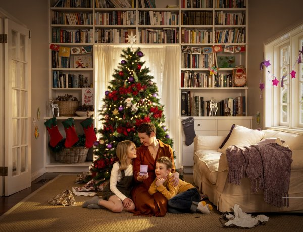 Michael Hill launches Christmas campaign
