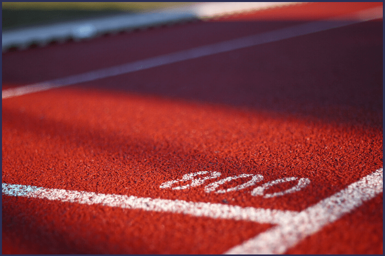 A track at the 800 meter line. How to Get Back on Track with Weight Loss When You Fail Yourself | Featured Image | weight loss, how to lose weight, weight loss tricks, diet