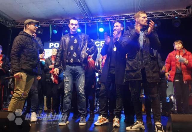 Doček rukometaša u Mostaru - Mostar dočekao rukometaše uz pjesmu