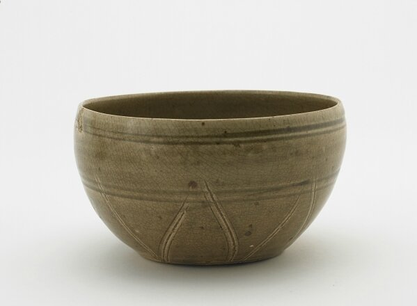 Bowl with incised decoration, Trần dynasty, 13th-14th century, Vietnam, Hải Dương province, Red River Delta kilns