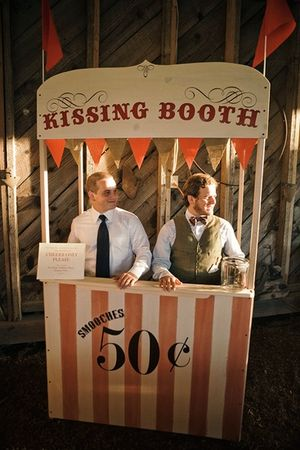 wedding_kissing_booth_examples