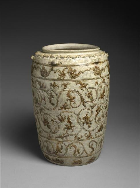 Grande Jarre à décor de fleurs et feuilles stylisées, dynasties Lý et Trân (13e-14e siècle)