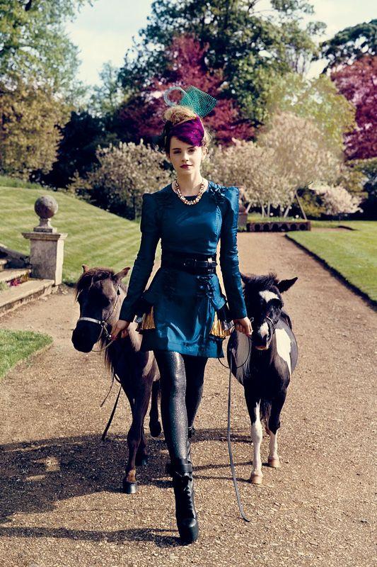 09815_Emma_Watson_003072_Teen_Vogue_Photoshoot_2009_122_394lo