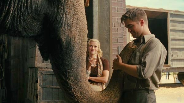 11_film_water_for_elephants_witherspoon_pattinson_trunk